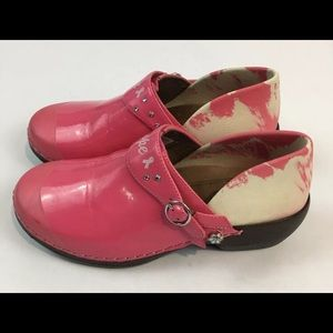 4EurSole 5.5  Breast Cancer Awareness Pink Clogs